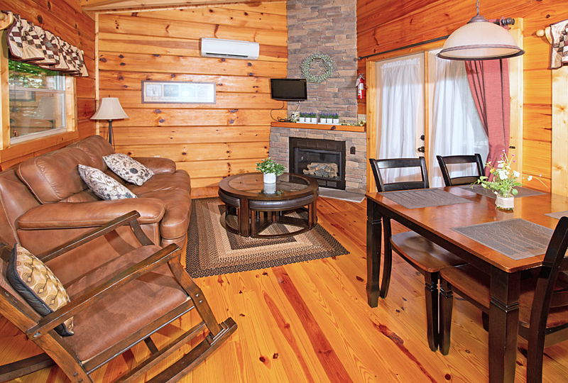 White Tail Ridge Luxury Log Cabin Living Room