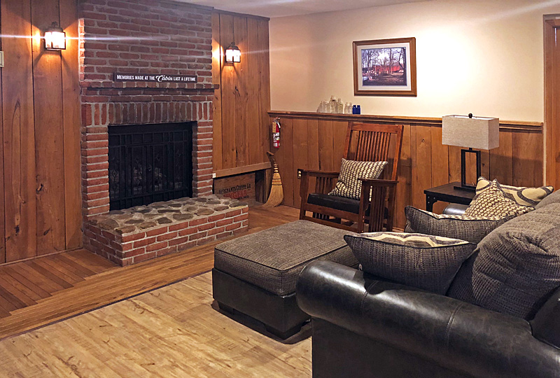 Coffee Hollow Pet-Friendly Lodge Fireplace