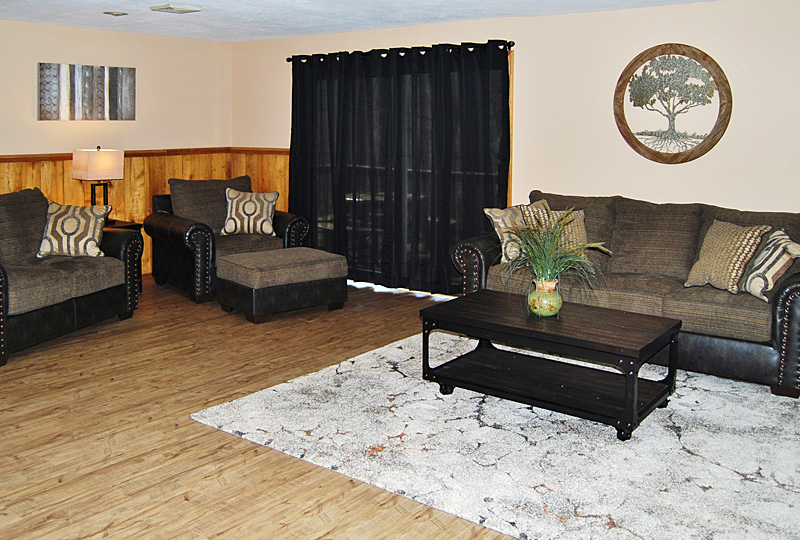 Coffee Hollow Pet-Friendly Lodge Living Room