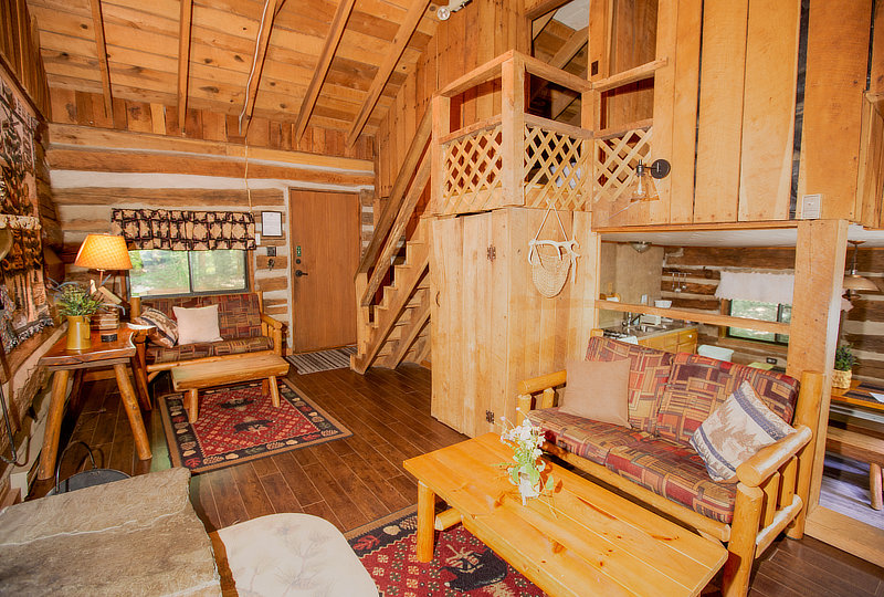 Quiet Oak Pet-Friendly Luxury Log Cabin Living Area