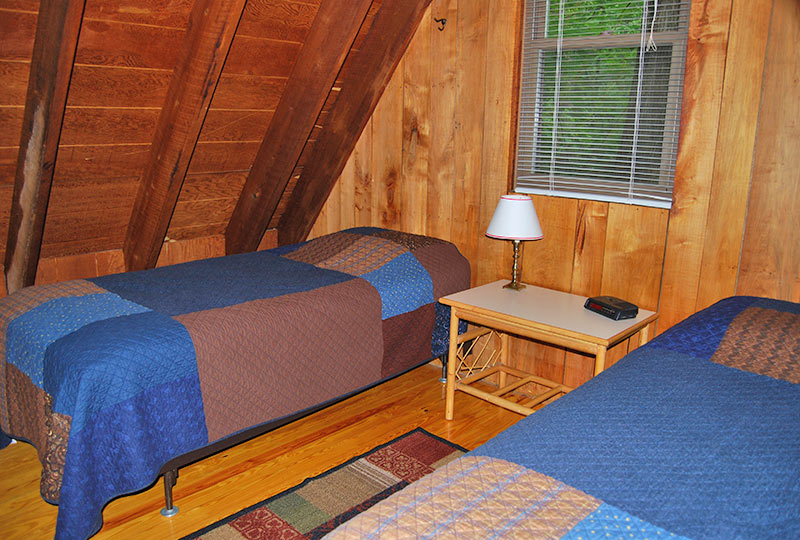 Sunny Maple Pet-Friendly Luxury Log Cabin Bedroom